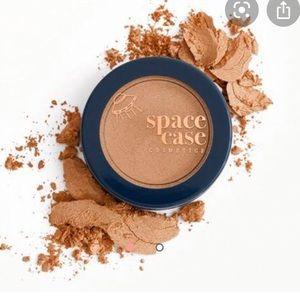 BNIB space case cosmetics bronzer